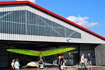 Na letišti v Havlíčkově Brodě byl v sobotu slavnostně otevřen nový hangár.