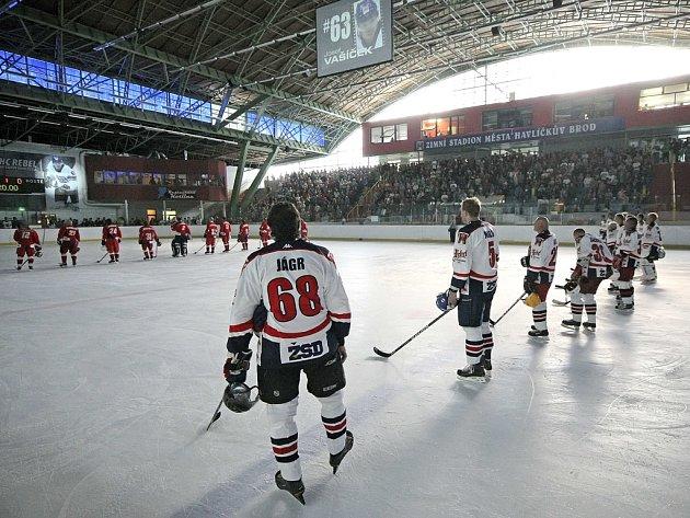 Zavzpomínat na Josefa Vašíčka a Martina Čecha dorazily do Kotliny legendy českého hokeje, mezi nimiž nechyběl ani Jaromír Jágr.