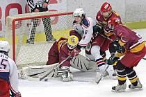 Jihlavská Dukla byla v základní části nejúspěšnějším celkem z Vysočiny v první hokejové lize. Ve vzájemných soubojích s regionálními rivaly se jí ale příliš nedařilo, vyhrála jen dva zápasy, dva prohrála po nájezdech a čtyři v normální hrací době.