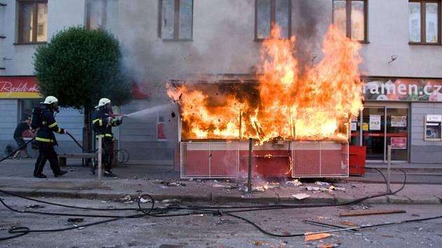 Jednou z akčních scén filmu byl požár trafiky v brodské Dolní ulici.