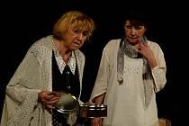Vážnější záležitost. Divadlo NaKop Tyjátr sehraje v sobotu na ledečském hradě představení Moje maminka. A půjde o poněkud vážnější záležitost... (Snímek je ze hry Hřbitov slonů.)