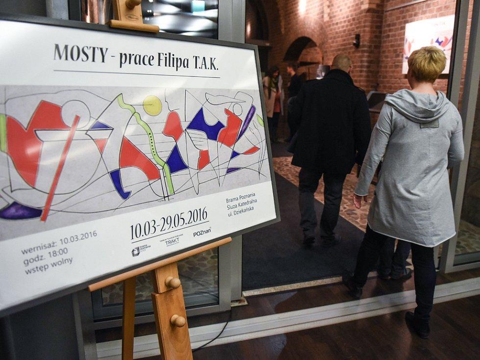 Mosty se jmenuje velká výstava obrazů a grafik uspořádaná v Poznani u příležitosti 1050. výročí příchodu křesťanství do Polska. Jejím autorem je Filip T.A.K.
