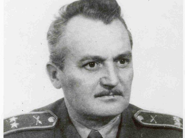 Vladimír Chadalík v osmašedesátém riskoval svůj život a i přes zákaz letěl za hranice pro záchranu. Uznání se však dočkal až po své smrti v roce 1992. Jako jeden z prvních dostal tzv. Rehabilitační list.