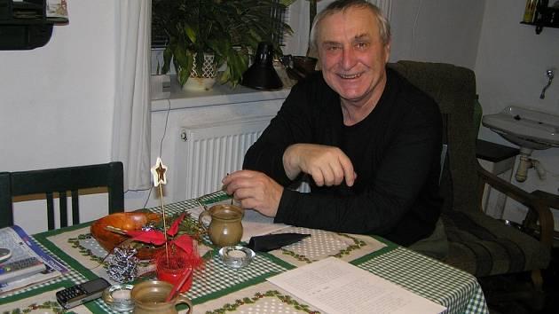 """""""Je-li člověk sám nemá myslím s tím jak bude trávit Vánoce velké problémy,"""" říká herec František Švihlík, kterého si současní diváci pamatují hlavně jako fotografa Čendu, jednoho z hlavních hrdinů oblíbeného seriálu Četnické humoresky."""