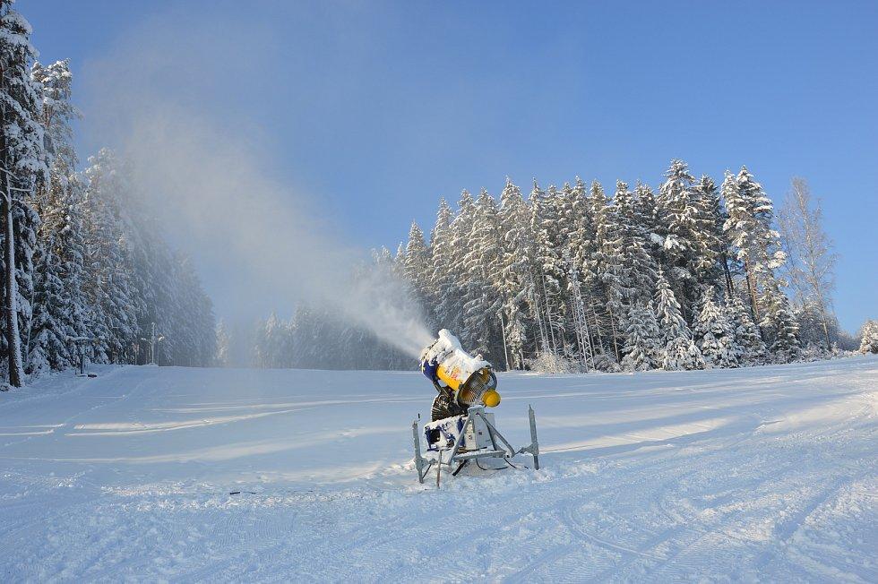Pohádková zima v lyžařském areálu na Kadlečáku.