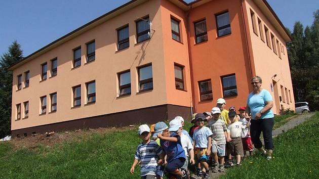 Stavební úpravy v krucemburské školce jsou již kompletně hotovy. Takřka osmdesát dětí, které sem dochází, tak zde najde opravdu velmi příjemné prostředí.