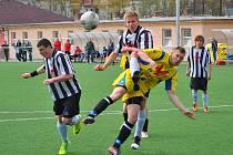 Střeleckou smůlu si vybrali starší dorostenci brodského Slovanu (v pruhovaném) v zápase proti Prostějovu, kdy v závěru neproměnili ani ty nejvyloženější šance.
