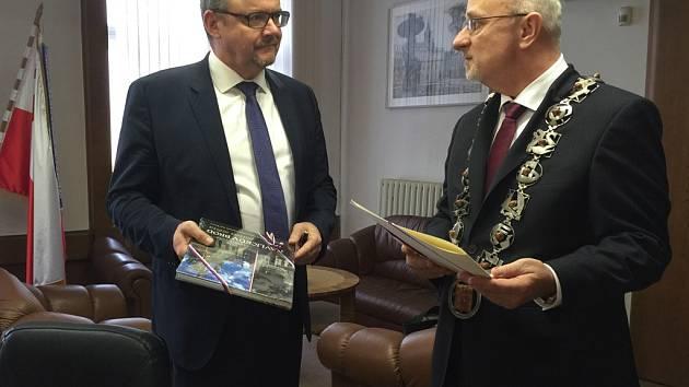 Ministr dopravy Ťok v úterý navštívil Havlíčkův Brod, kde se setkal s představiteli města a společně jednali o výstavbě jihovýchodního obchvatu.