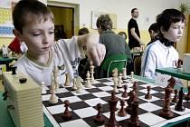 Téměř jako na turnaji Kasparova s Karpovem to vypadalo na Velké ceně ZŠ Lipnice nad Sázavou v šachu. Již po třinácté se sjeli nejlepší šachisté ze všech škol v okrese, aby se v budově lipnické školy utkali o putovní pohár.
