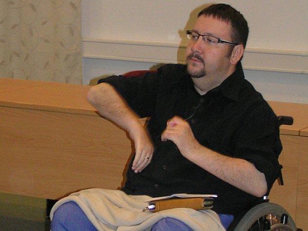 Jsem dnes někdo jiný. Jan Boštík je už devatenáct let na vozíku. O svých zážitcích na prahu smrti se nebojí mluvit veřejně.