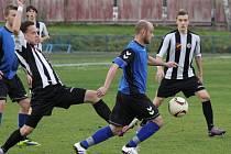 Brodský záložník Matěj Vopršal (uprostřed) se proti Žirovnici dvakrát střelecky prosadil, ale pokutový kop zahrál špatně.  Nakonec Slovan vyhrál 4:2.