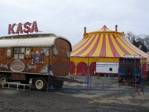 Česká cirkusová klasika, respektive legenda, zavítala do Havlíčkova Brodu opět po deseti letech. Pro publikum si umělci připravili zcela nový program.