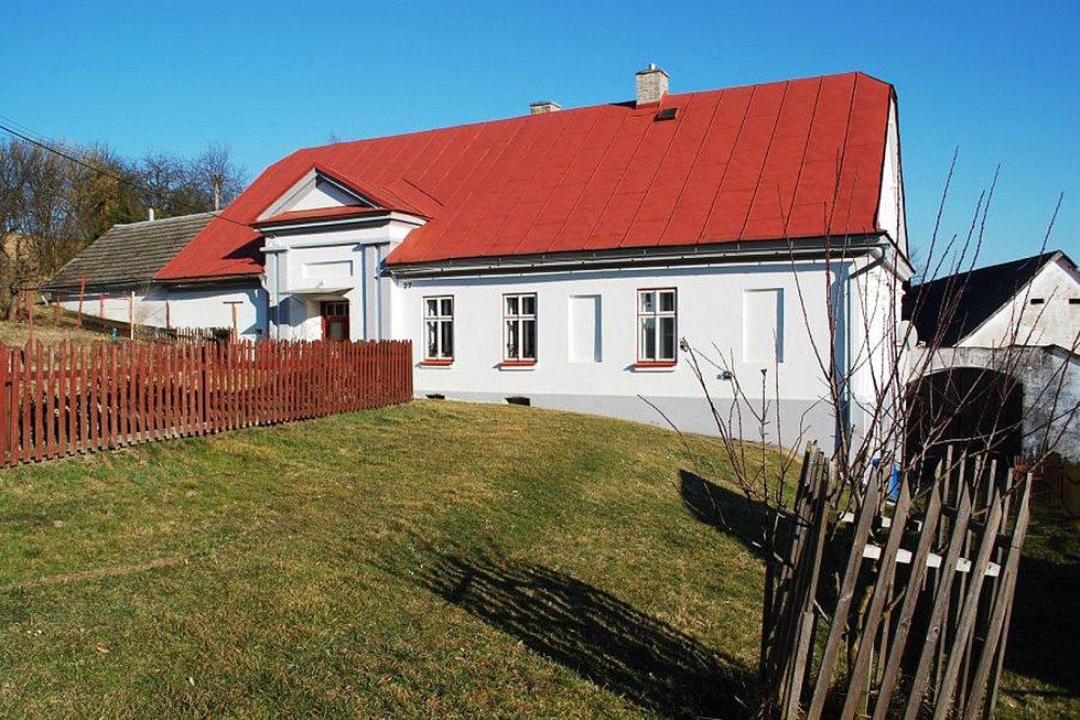 Selská usedlost s uzavřeným dvorem v Daňkovicích.