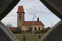 Nenápadná obec Chřenovice u Ledče nad Sázavou se může pochlubit unikátním románským kostelem.