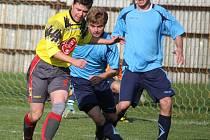 Výprask dostali fotbalisté Ledče (vpravo) při posledním přípravném utkání na umělé trávě s brodskou rezervou, která jim nadělila potupného bůra.