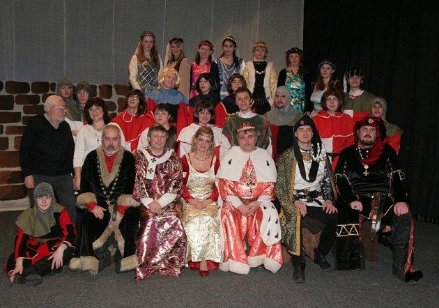 Divadelní soubor Karla Čapka ve spolupráci s SHŠ Hebrix představí v Přibyslavi známou hudební komedii na motivy divadelního představení Jaroslava Vrchlického Noc na Karlštejně.
