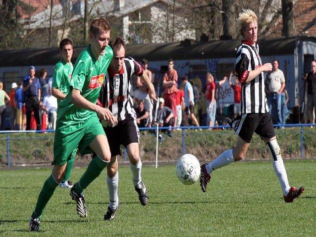 Cenné body z Nové Vsi si přivezli fotbalisté brodského Slovanu a vrátlili se tím do čela tabulky krajského přeboru.