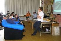 O hrůzách nacistických koncentračních táborů vyprávěla v úterý studentům gymnázia  v Havlíčkově Brodě  Dagmar Lieblová.