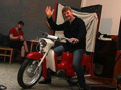 Z hodického motoplesu v roce 2016 si motocykl Jawa 21 odvezl Vladimír Kaláb z Hodic.