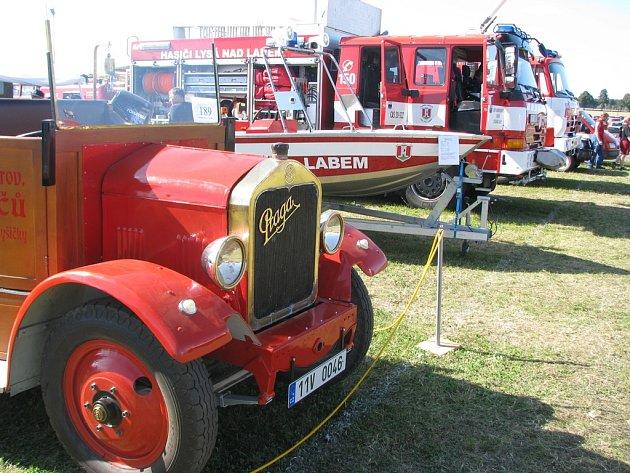 Pyrocar 2014 se na letišti Hřiště v Přibyslavi uskuteční už o tomto víkendu. A návštěvníci se mají v Přibyslavi opravdu na co těšit. Přihlášených je 340 požárních automobilů a další hasičská technika – stará i ta nejnovější.