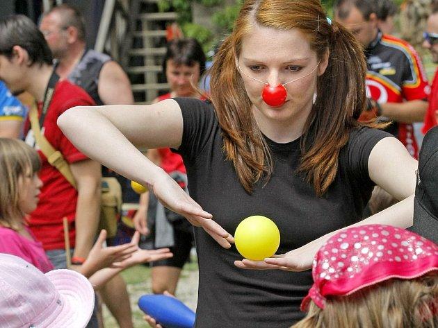 Celodenní program plný pohádek, šermířů a žonglování mohly využít děti z mateřských a prvních stupňů základních škol na lipnickém hradě.