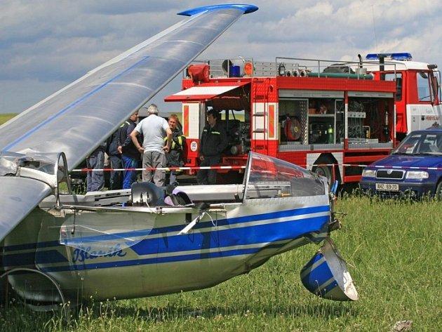 Nehoda letadla. Větroň se zřítil na přibyslavské letiště, sotva se odlepil od země.