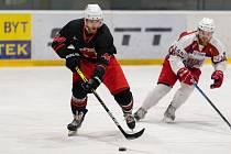 V dalším přípravném utkání před novým ročníkem druhé ligy zdolali hokejisté Žďáru (v černých dresech) Havlíčkův Brod 6:5.