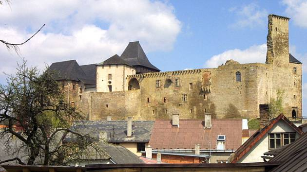 Hurá na hrad. Setkání mistrů kladiv a majzlíků se koná na nádvoří hradu v Lipnici nad Sázavou.
