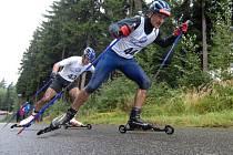 Vítězem běžecké části na Dolomitenmannovi se stal český reprezentant v běhu na lyžích Jiří Magál (na snímku v popředí), na kterého ztratil Viktor Novotný z týmu Vysočina pouhých deset minut.