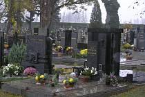 Hřbitov Přibyslavi ozdobili pozůstalí už před Dušičkami.