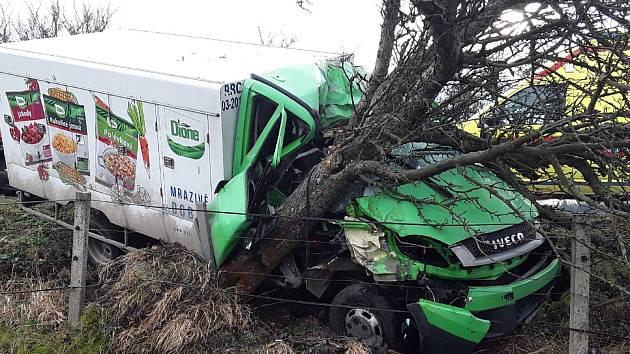 Řidič po havárii skončil v péči zdravotníků.