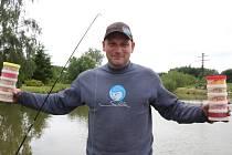 Přibyslavský mládenec Filip Kasal v sobotu pozval i neregistrované rybáře k břehům vlastního rybníka Kasalák na první rybářské závody.