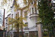 Dům bratří Mahlerů se nachází v dolní části Beckovského ulice v Havlíčkově Brodě. Brodský stavitel, Karel Ješina, ji postavil v historizujícím až romantizujícím stylu připomínajícím spíše aristokratickou anglickou architekturu.