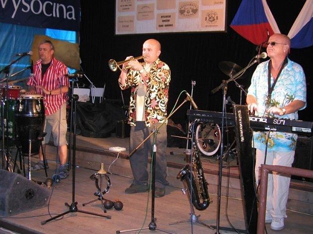 Yo Yo Band nezklamal. Co by dnes byla Úsobská muzikantská pouť bez skupiny Yo Yo Band? To je už téměř stoprocentní jistota. A lidé vědí, že právě tady oblíbenou skupinu najdou.