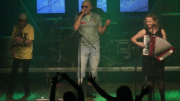 Československý punkrock si na Ostrově vychutnalo přes tisíc fanoušků