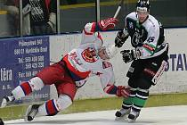 Hokejisté Havlíčkova Brodu (v bílém) nevyzráli ve čtvrtfinále prvoligového play off nad Mladou Boleslav ani jednou, favorita však dokázali především ve druhém a třetím utkání série pořádně potrápit.