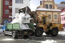 Úklid sněhu z cetra trápí město Chotěboř už kolikátou zimu. Zatím je nejvhodnější prázdná plocha v místech, kde by měl být autobusový terminál.