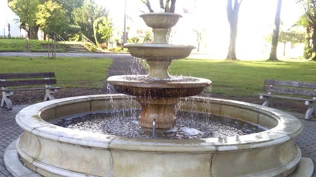 Provoz kašny ve Štokách, postavené v roce 2010, ukončila v listopadu 2013 nešťastná událost, při níž došlo k úrazu desetiletého školáka. Po dlouhých třech letech z fontán na kašně už opět tryská voda.
