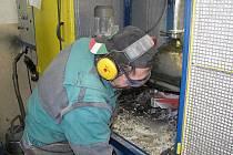 Práce zde není lehká a jednoduchá, ale ani čistá. Většina zaměstnanců je však ráda, že ji vůbec našla.
