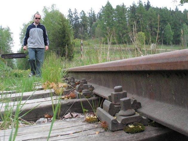 Koleje mezi Sázavou a Přibyslaví jsou dnes již minulostí. Region tak přišel o turistikou atrakci: výlety historickými vlaky. Na jejich místě se budou prohánět cyklisté nebo inline bruslaři.