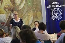 Úvodní debata zástupců věznice, společnosti Volonté Czech a dětských domovů. (Zuzana Bejó, výkonná ředitelka pro projektovou činnost Volonté Czech)