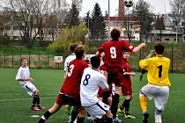 Vysokou výhru si přivezli ze hřiště Otrokovic mladší dorostenci brodského Slovanu, když o třech bodech rozhodli během patnácti minut ve druhém poločase.