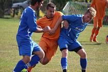 Jan jeden bod si odvezli fotbalisté Lípy (v modrém) z Havlíčkovy Borové. Celý zápas vedli 1:0, vyrovnávací branku inkasovali až v 91. minutě.