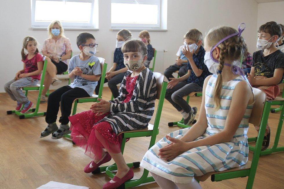 Předávání Zlaté jeřabiny na Základní škole v Libici nad Doubravou.