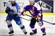 Tři zápasy stačily světelským hokejistům (ve světlém) k vyřazení Chotěboře ve čtvrtfinále play-off Krajské hokejové ligy.
