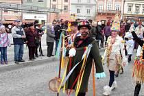 Průvod asi šedesáti masek a kolem dvaceti muzikantů vyrazil v neděli na tradiční průvod na havlíčkobrodské náměstí.