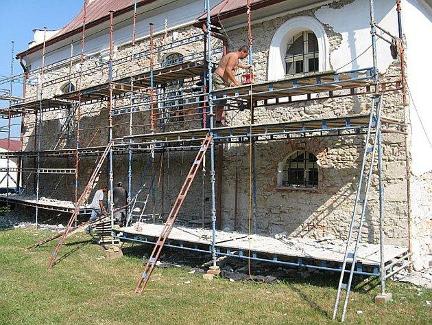 Kostel Sv. Václava se opravuje.