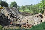 Na snímku je stav zhruba hodinu po zřícení mostu.