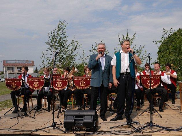 S Golčovankou vystupuje i Josef Zíma (na snímku zpívá s Tomášem Kotěrou). Kapela má v repertoáru na sto padesát skladeb. Vydala čtyři CD a natočila pořad pro TV Šlágr.
