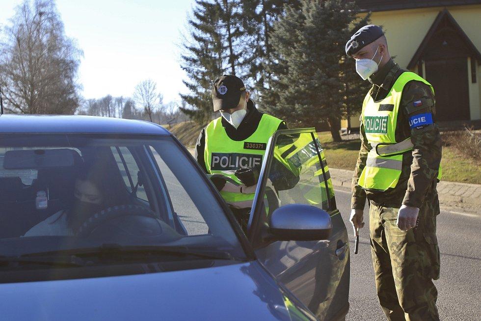 Policejní kontroly kvůli covidu.